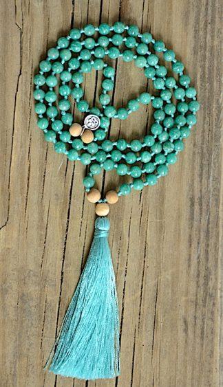 ručně vyrobená meditační mala Amazonit zelený a Santalové dřevo s tyrkysovým střapcem