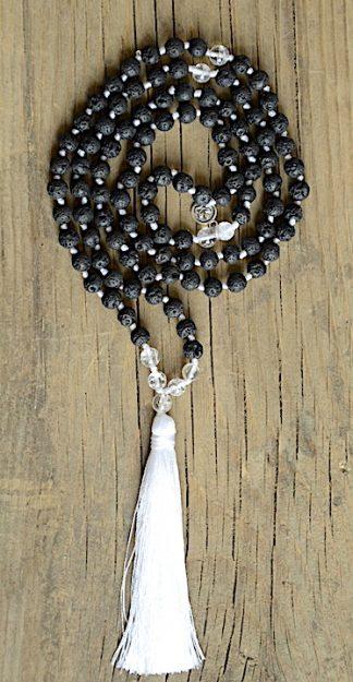 ručně vyrobená meditační mala Lávové kameny a Křišťál s bílým střapcem