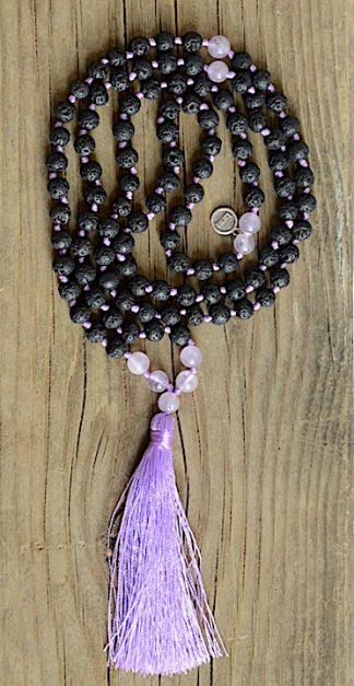 ručně vyrobená meditační mala Lávové kameny a Ametyst levandulový s fialovým střapcem