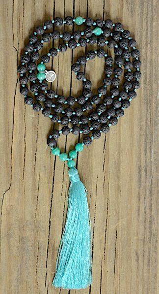 ručně vyrobená meditační mala Lávové kameny a Amazonit zelený s tyrkysovým střapcem