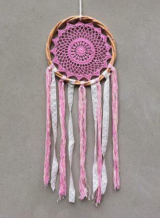 ručně vyrobený lapač snů v ratanovém kruhu růžový 75cm