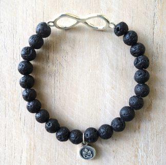 ručně vyrobený náramek Lávové kameny se stříbrným symbolem nekonečna 6 mm