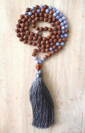 ručně vyrobená meditační mala Rudraksha a Achát angelit