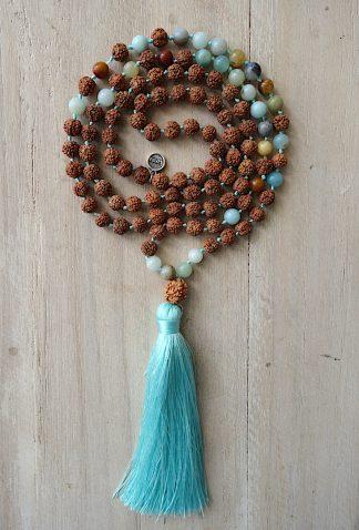 ručně vyrobená meditační mala Rudraksha a Amazonit barevný