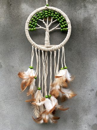 ručně vyrobený lapač snů strom života zelené korálky hnědá peříčka