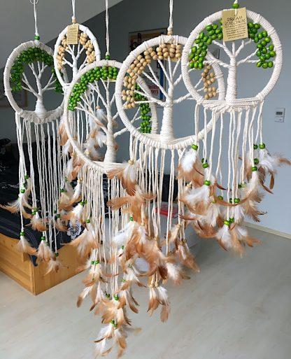 ručně vyrobené lapače snů se stromem života zelené a bílé korálky 80cm