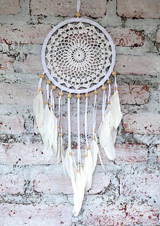 ručně vyrobený lapač snů bílý s korálkama 65cm