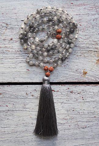ručně vyrobená meditační mala Achát šedivý a Rudraksha