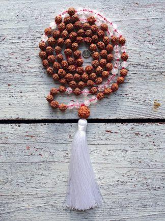 ručně vyrobená meditační mala Rudraksha a Křišťál