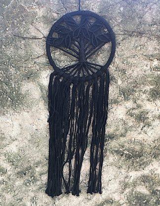 ručně vyrobený lapač snů černý drhaný strom života 80 cm
