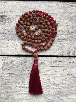 meditační mala Rudraksha a Rubín