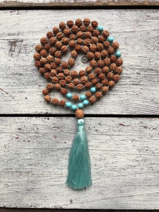 ručně vyrobená meditační mala Rudraksha a Tyrkys