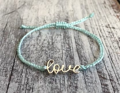 šňůrkový mantra náramek Love zelinkavý detail