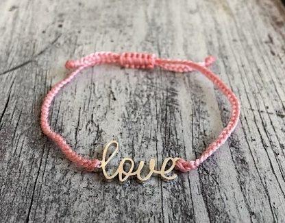 šňůrkový mantra náramek Love růžový detail