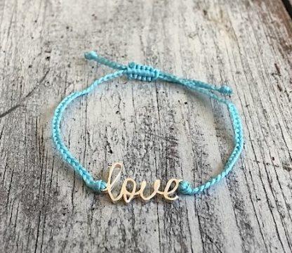 šňůrkový mantra náramek Love modrý detail