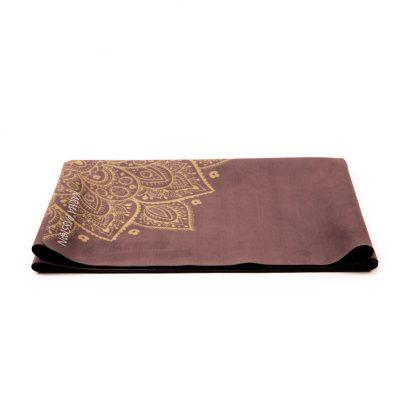 cestovní protiskluzová jógová podložka Madala Gold složená jako ručník