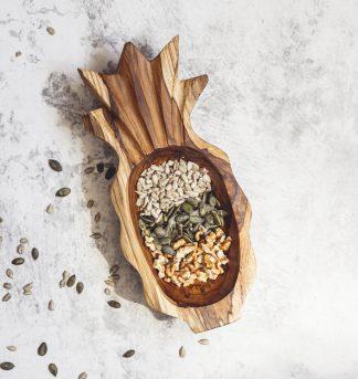 přírodní miska z teakového dřeva Ananas s oříšky a semínky