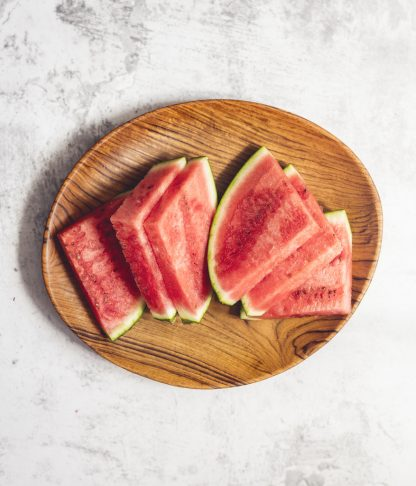 přírodní oválný talíř z teakového dřeva velký s melounem