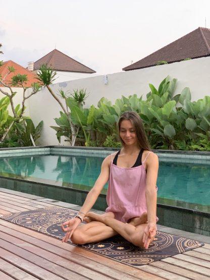 Kristina Klimova - lektorka jogy na jógamatce Hamsa black