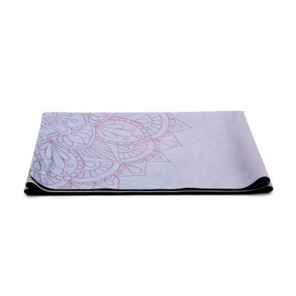 cestovní protiskluzová jógová podložka Mandala Pink složená jako ručník