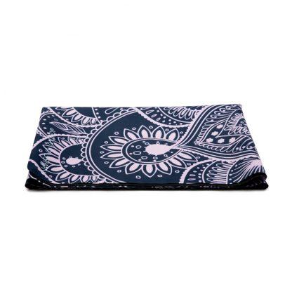 cestovní protiskluzová jógová podložka Mandala Grey složená jako ručník