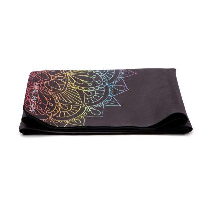 cestovní protiskluzová jógová podložka Mandala 7 Chakras složená jako ručník
