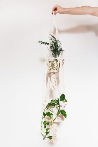 drhaná závěsná dekorace macramé květináč smetanový