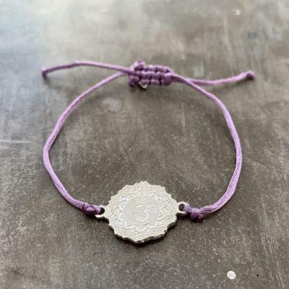 šňůrkový náramek 7. čakra, přívěšek z ryzího stříbra a satén fialový
