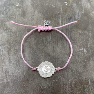 šňůrkový náramek 7. čakra, přívěšek z ryzího stříbra a satén růžový