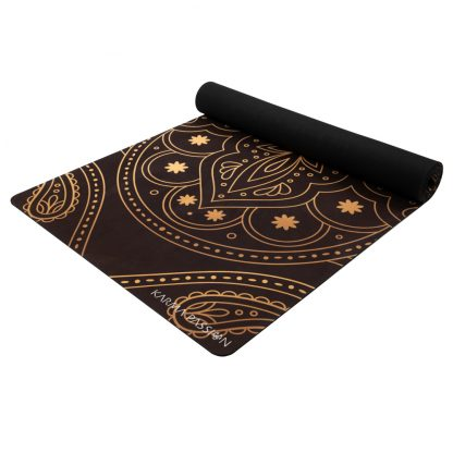 jógamatka Hamsa black vyrobená z přírodního kaučuku v kombinaci se savým mikrovláknovým ručníkem