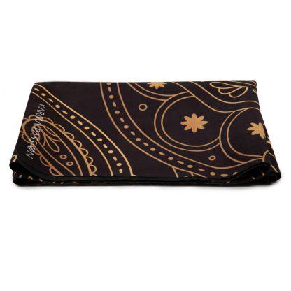 cestovní protiskluzová jógová podložka Hamsa Black 1 mm složená jako ručník