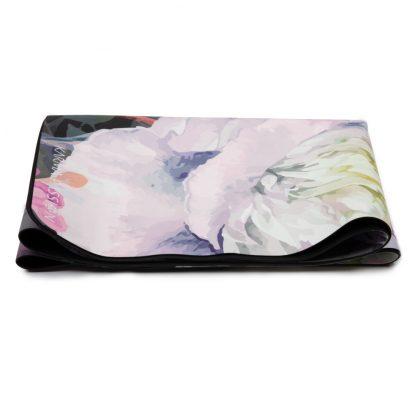 cestovní protiskluzová jógová podložka Meadow 1,5 mm složená jako ručník