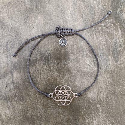 šňůrkový náramek Mandala a satén šedivý