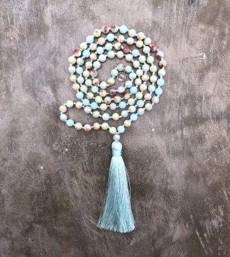 meditační mala Achát s modrým střapcem