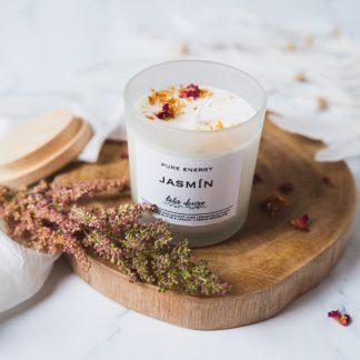 Sójová svíčka PURE ENERGY s vůní esenciálních olejů, nabitá pozitivní energií a ozdobená sušenými květy pro ještě krásnější boho život