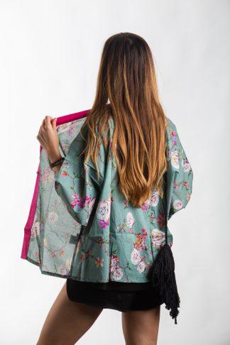 Kimono Kjoto v zelinkavé barvě s květy sakury a růžovým lemováním