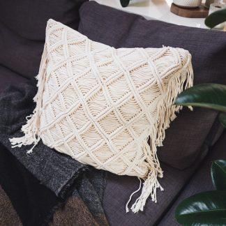 ručně vyrobený macramé polštář Bukit 50x50 cm