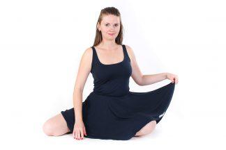 jógové šaty tmavě modré navržené Juditou Berkovou